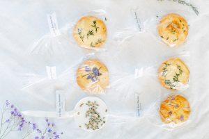 Những chiếc bánh quy xinh xắn và ngọt nào là quà tặng khách mời đám cưới mang ý nghĩa may mắn